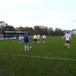 Vollversammlung zum Ende des Spiels im Sechzehner des VfL.