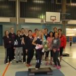 Gerda Jansen umringt von den Teilnehmerinnen