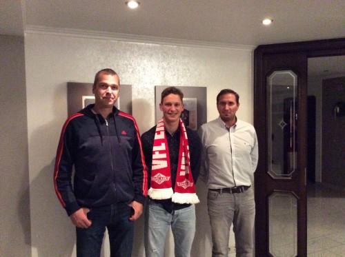 v.l.: Thomas Jakobs (2. Fußballobmann), Hendrik Eling, Rainer Schepergerdes (1. Fußballobmann)
